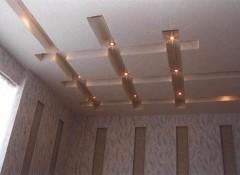 Из каких материалов создаются рельефные потолки?