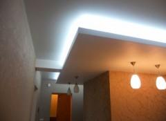 Из чего делают потолки со скрытой подсветкой?