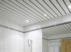 Использование в ванной комнате потолков из сайдинга