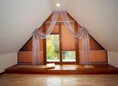 Какую выбрать гардину для косого потолка?
