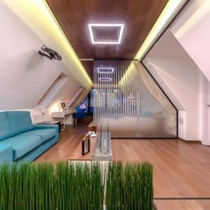 Мансарда со скошенным потолком — особенности освещения