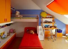 Особенности оформления детской комнаты со скошенным потолком