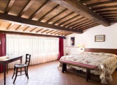 Преимущества и недостатки применения деревянных потолков в коттедже