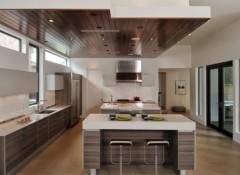 Варианты дизайна кухонных потолков