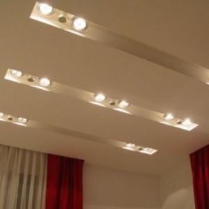 В чем разница между натяжным и подвесным потолком?