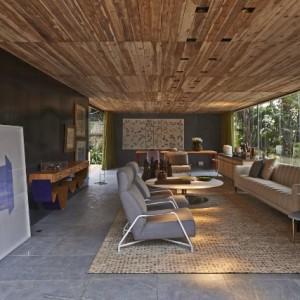 Как своими руками сделать потолок из дерева?