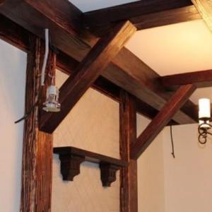 Варианты создания потолков под старину