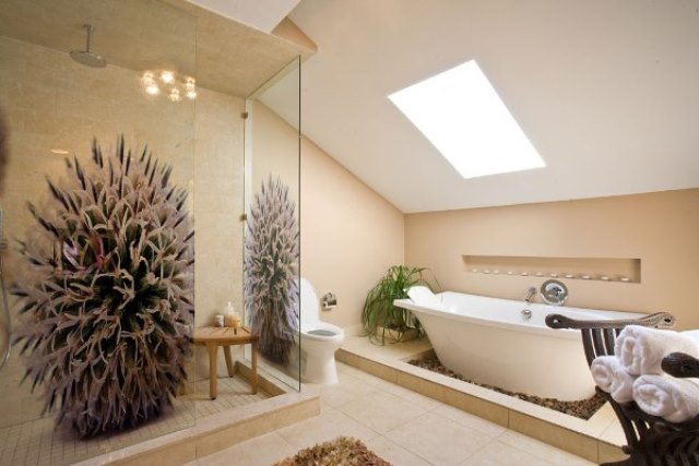 Скошенная ванная комната Душевая дверь в нишу Vegas Glass EP 0095 09 05 профиль золото, стекло бронза