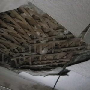 Потолок из дранки — как отремонтировать?
