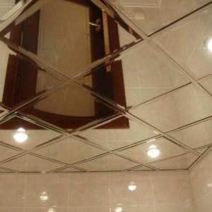 Преимущества, недостатки и примеры использования зеркальных кассетных потолков