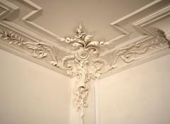 Варианты использования лепки на потолке