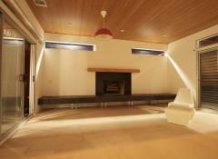 Особенности и варианты применения натяжных потолков «под дерево»