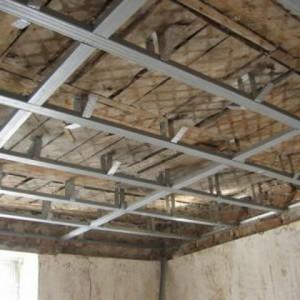 Как обшить гипсокартоном потолок из дранки