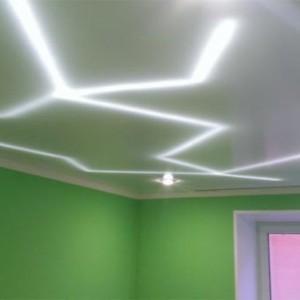 Установка под натяжным потолком светодиодной ленты