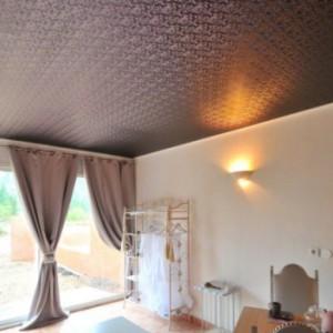 Особенности, преимущества и недостатки натяжных матерчатых потолков