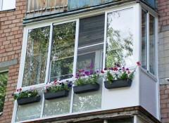 Потолок на балконе — какой лучше сделать?