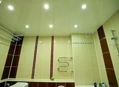Ванна или натяжные потолки — что устанавливают сначала?