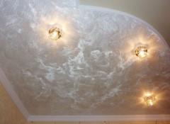 Основные преимущества применения на потолке шелковой штукатурки