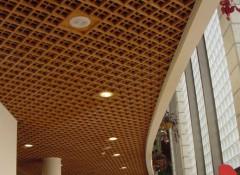 Плюсы и минусы ячеистых деревянных потолков