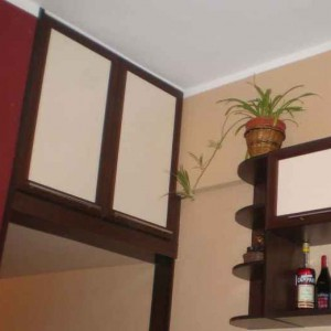 Где расположить и как сделать кладовку под потолком?