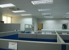 Плюсы и минусы кассетных потолков в офисе
