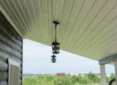 Преимущества и недостатки применения на террасе потолков из сайдинга