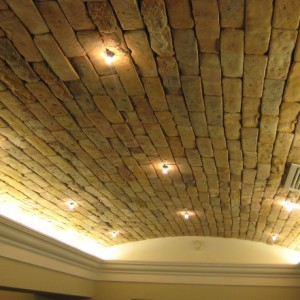 Особенности создания потолков из кирпича