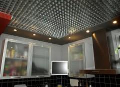 Плюсы и минусы применения на кухне решетчатых потолков