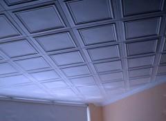 Как на потолочную плитку поклеить обои