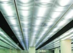 Разновидности и преимущества потолков из поликарбоната