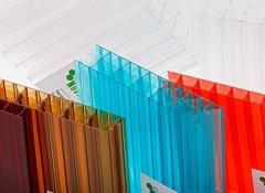 Особенности и преимущества потолков из сотового поликарбоната