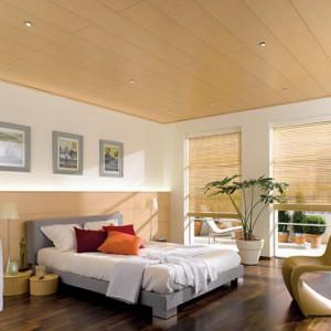 Потолок в спальне из ПВХ панелей