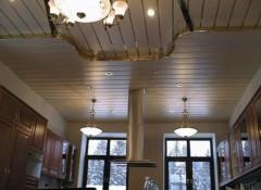 Преимущества и недостатки многоярусных реечных потолков