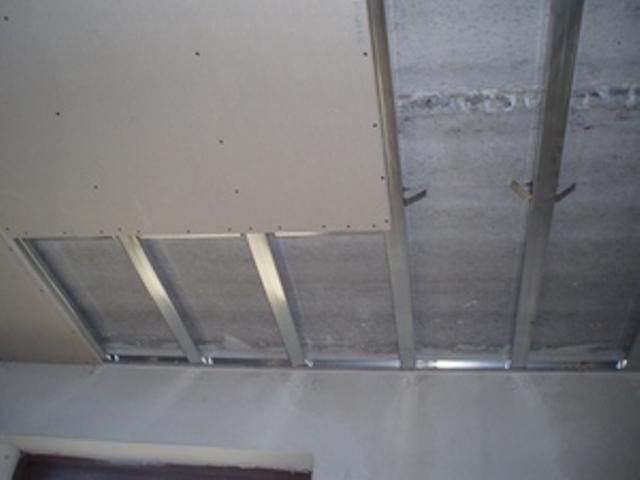Использование гипсокартонных или гипсоволокнистых листов для отделки потолка