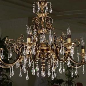 Правила выбора и виды классических люстр для гостиной