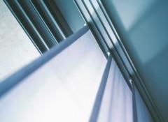 Особенности и преимущества рельсовых карнизов для штор