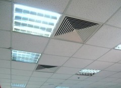 Материалы и функциональные особенности решеток вентиляционных потолочных