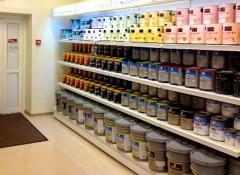 Влагостойкая краска для потолка — виды, как выбрать