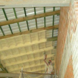 Как утеплить крышу из профнастила изнутри
