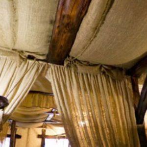 Потолок в беседке из мешковины — особенности и варианты