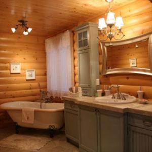 Варианты отделки потолка в в санузле деревянного дома
