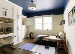 Цветные потолки в интерьере — материалы и примеры