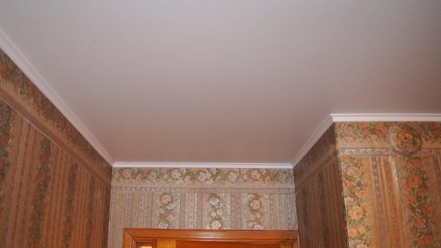 Резиновый потолочный плинтус для натяжных потолков