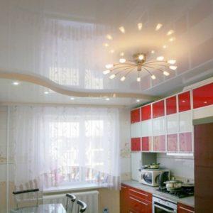 Применение на маленькой кухне натяжных потолков