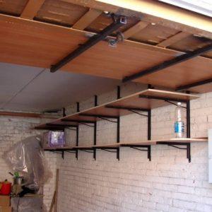 Полки под потолком в гараже — из чего сделать и как крепить?