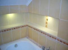 Преимущества, разновидности и порядок создания полок в ванной из гипсокартона и плитки