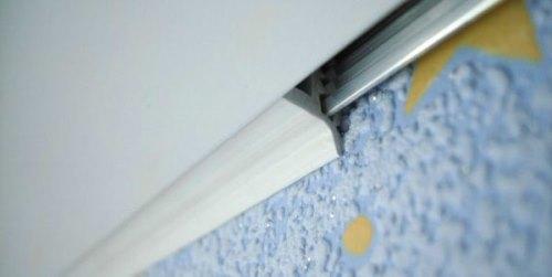 Потолочный плинтус для натяжных потолков виды монтаж