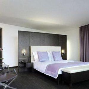 Как в спальне сделать красивый потолок?