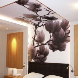 Особенности и варианты применения натяжного потолка с переходом на стену