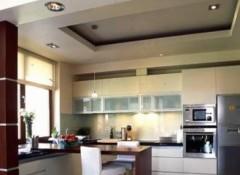 Потолки для маленькой кухни — какой лучше?